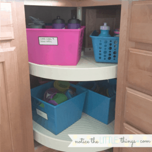 organize your kitchen cabinets fast with this easy method. #organizedcabinets #easykitchenorganization #kitchenorganization #howtoorganizecabinets #easyorganizationideasforyourhome #kitchencabinetorganization #tipstoorganizecabinets #organizingideas #organizingtips #organizedcupcabinet #organizedlazysusan #lazysusanorganizationideas