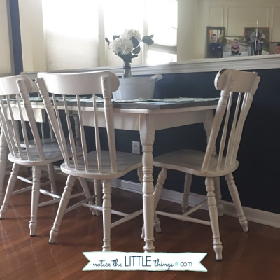 an easy, step-by-step guide to paint your kitchen table. plus, free printable paint and supply list to help you complete your project. #paintedfurniture #howtopaintfurniture #refinishingfurniture #farmhousetable #farmhousestyle #diytable #newtabletop #howtomakeafarmhousetable #diyfarmhousetable #kitchentable #paintingchairs #freeprintable #paintguide #paintedtable