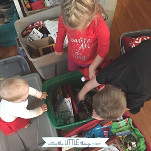 kids decorating for christmas